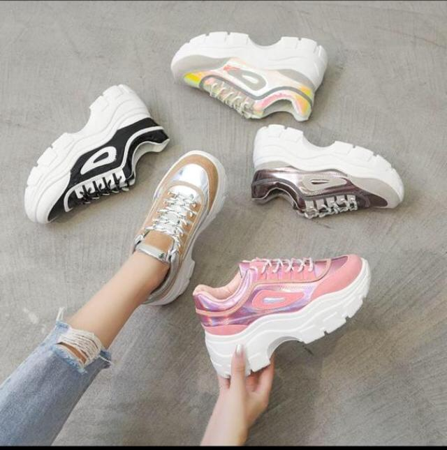 Women high sole sneakers